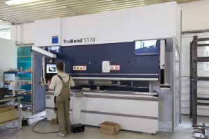 CNC ohýbanie-ohraňovanie