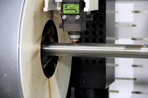 CNC rezanie okrúhlych, štvorcových a obdĺžnikových profilov laserom